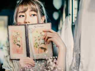 lolita洋装—可爱妹纸调皮模样桌面壁纸