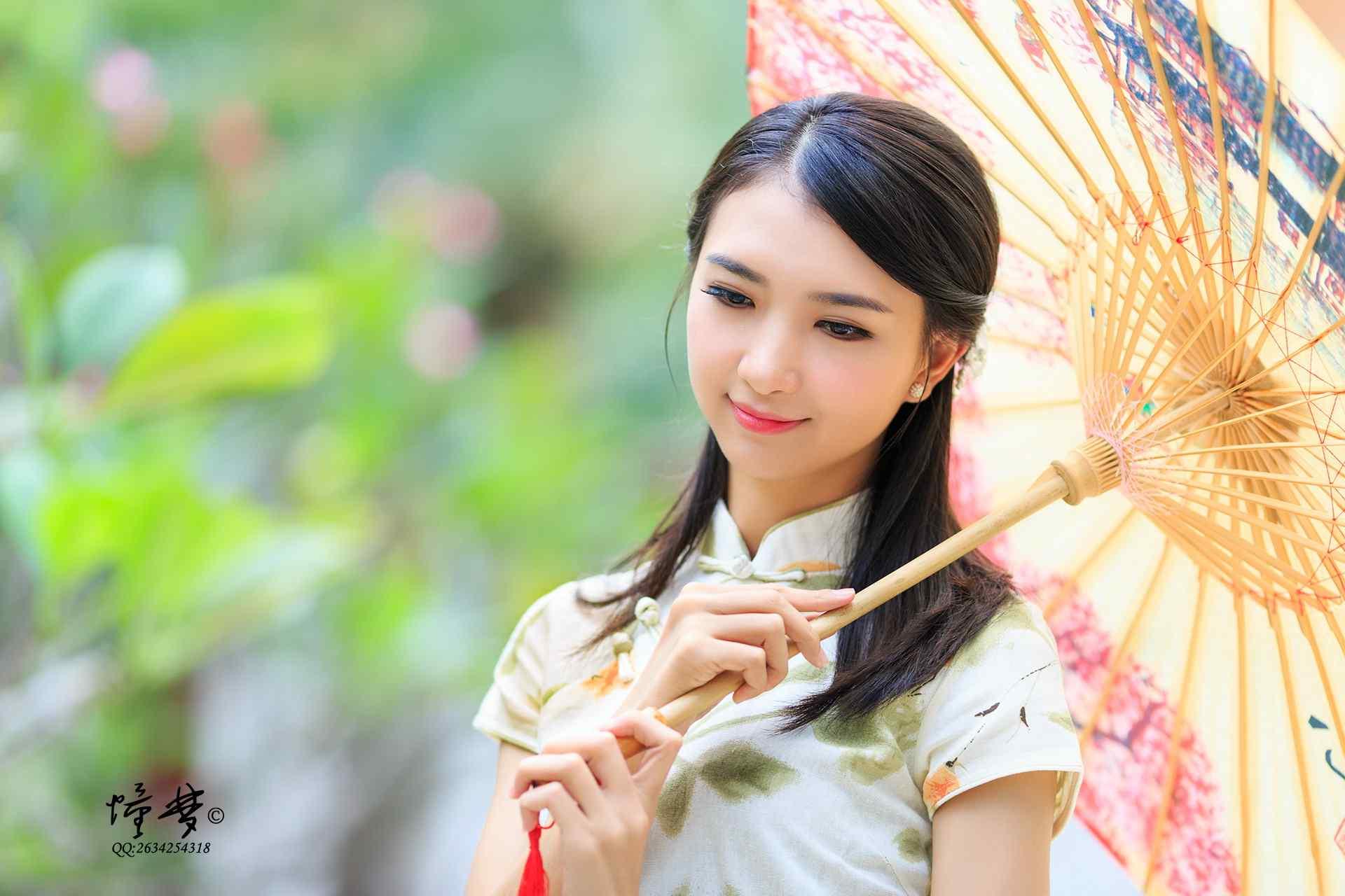 旗袍—温文尔雅的美女桌面壁纸