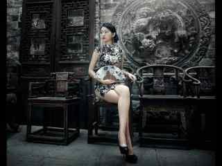 旗袍—知性典雅的长腿美女桌面壁纸