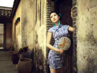 旗袍—妖娆身段美女桌面壁纸