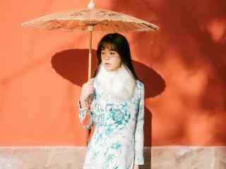 旗袍—清纯少女撑着油纸伞桌面壁纸