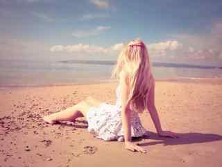 性感美女在海边散
