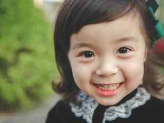 甜美笑容的哈琳小公主桌面壁纸