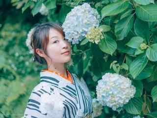 绣花球间的和服美女桌面壁纸