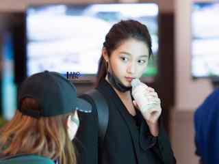 关晓彤机场可爱少女桌面壁纸