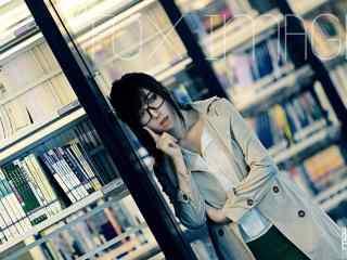 图书馆女神高清桌面壁纸