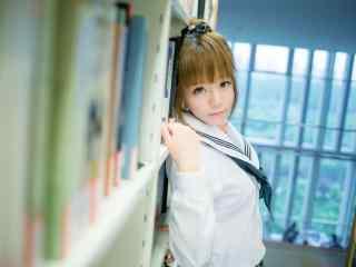 图书馆JK制服美女桌面壁纸