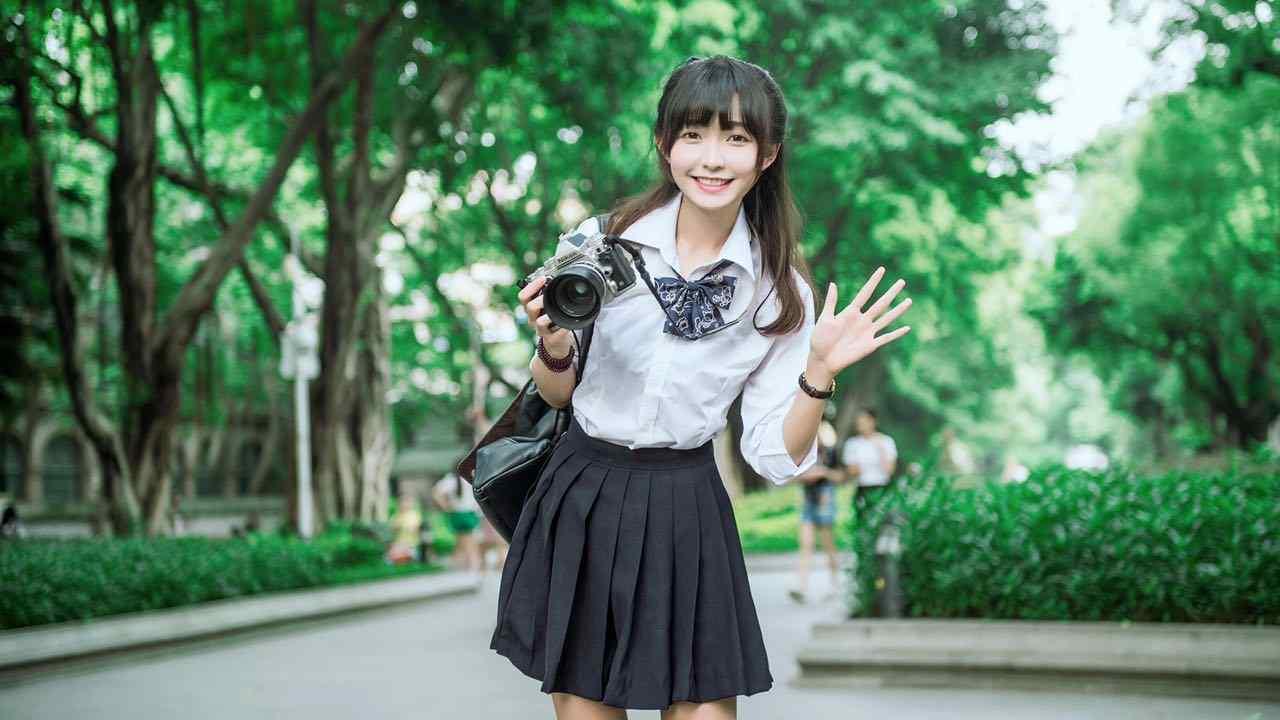 夏日jk制服少女甜美笑容桌面壁纸