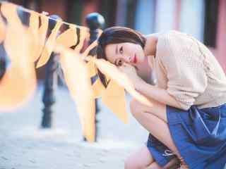夏日清(qing)純美女時尚街拍桌(zhuo)面壁紙