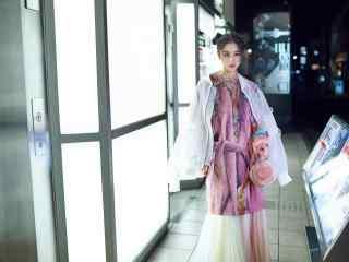 张馨予时尚街拍可爱桌面壁纸