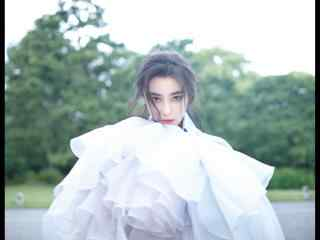 仙气飘飘的白衣美女张馨予桌面壁纸