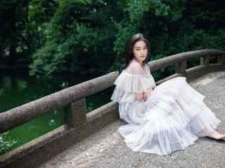 树林深处的白衣美女张馨予桌面壁纸