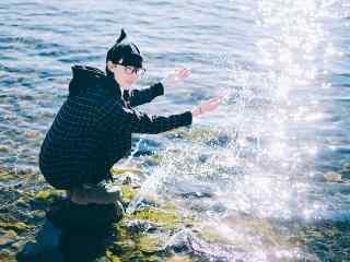 泸沽湖边小清新美女写真壁纸