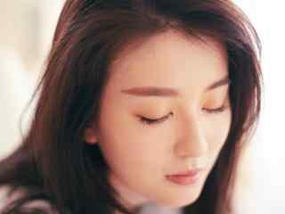 溫婉大氣的喬(qiao)欣最美照(zhao)片