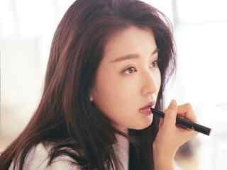 喬(qiao)欣性感畫唇妝桌面壁紙