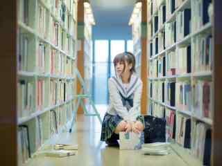 图书馆之JK制服美女壁纸