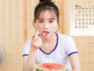 2017年8月日历可爱少女吃西瓜写真壁纸