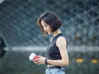 清新短發(fa)美(mei)女寫真壁紙