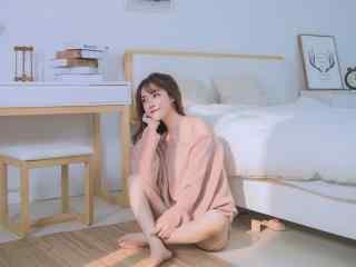 美女壁纸图片一个人的下午美女壁纸性感美腿美女制服艺术摄影极品诱惑壁纸