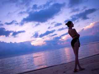 性感美女壁纸海边海滩比基尼美女慕羽茜壁纸性感美腿美女制服艺术摄影