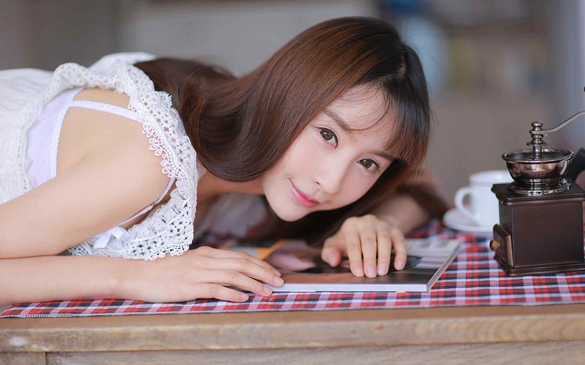 白纱长裙美女性感写真高清电脑桌面壁纸