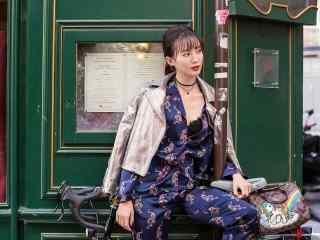 演员金晨时尚冷艳街拍写真桌面壁纸