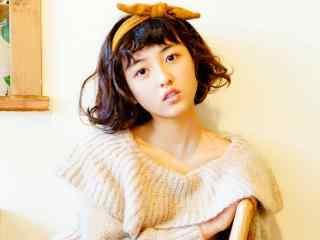张子枫可爱俏皮的唯美写真图片