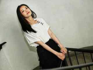 倪妮白衣黑裙性感气质写真高清桌面壁纸