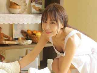 日系美女厨娘性感高清桌面壁纸
