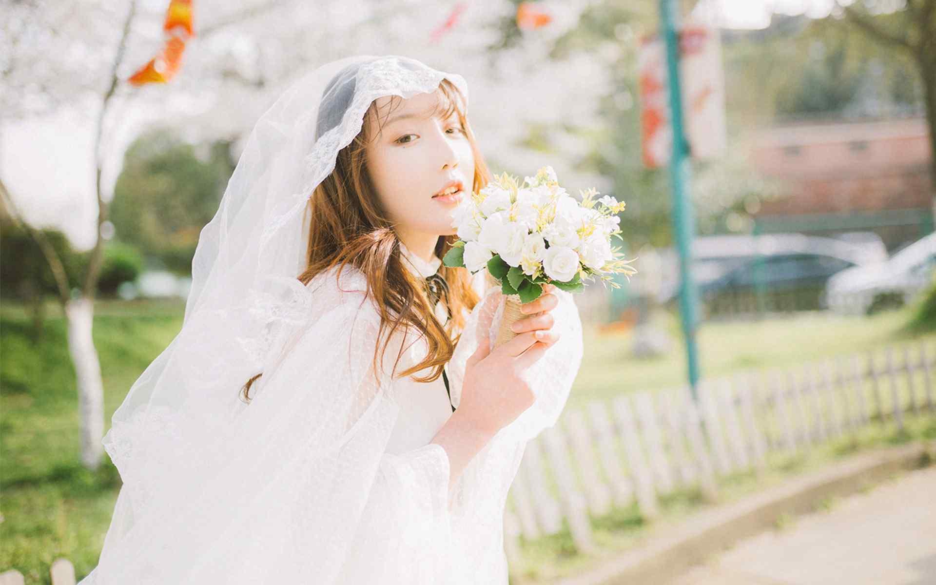甜美婚纱制服诱人美女唯美高清写真