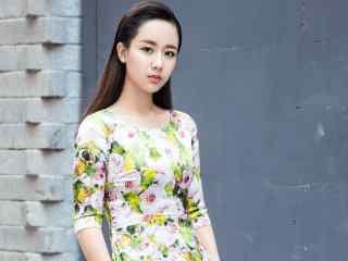 杨紫大胆花裙写真图片
