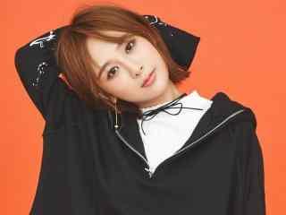 杨紫俏皮可爱短发图片