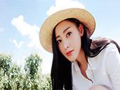 气质女神张天爱田园装户外清新写真高清壁纸图片