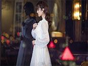 镜子前的白裙安悦溪超清唯美桌面壁纸图片
