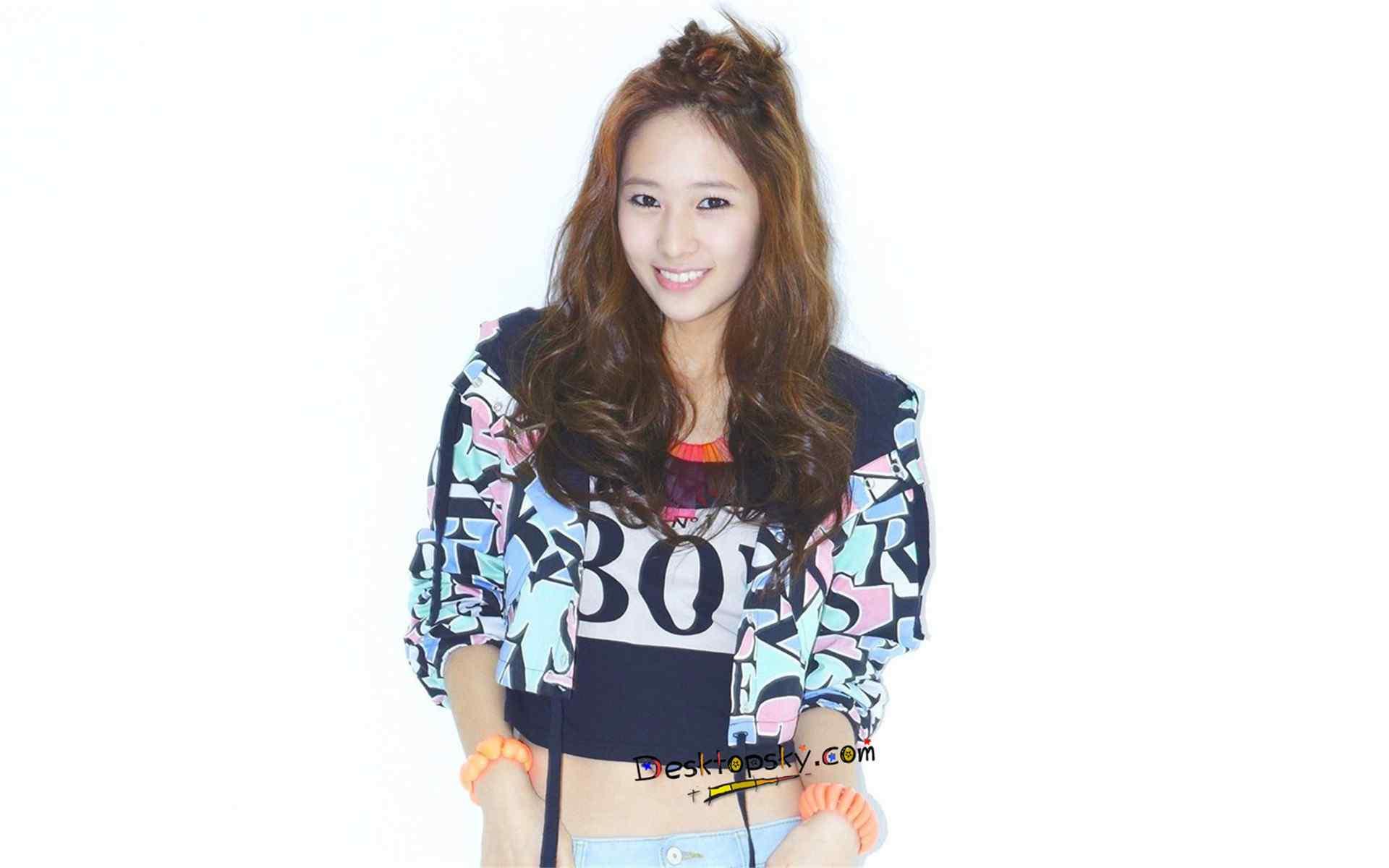 韩国人气女星郑秀晶Krystal时尚养眼写真壁纸