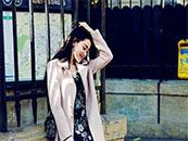 张天爱时尚休闲户外写真高清壁纸图片