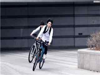 王俊凯超少年密码饰演夏常安骑车桌面壁纸