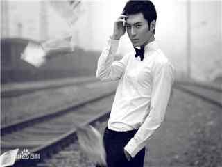 茅子俊杂志写真铁轨衬衫灰白色桌面壁纸