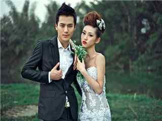 茅子俊时尚杂志拍摄与美女模特的合照桌面壁纸
