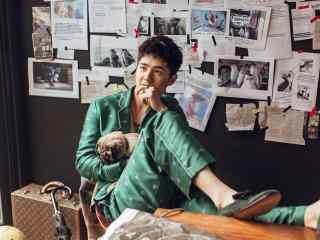刘昊然绿色西装痞气写真桌面壁纸