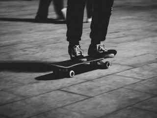 滑板少年非主流图片桌面壁纸