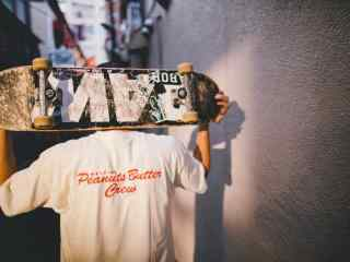 滑板少年帅气图片桌面壁纸