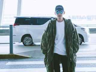 张翰机场休闲运动装扮桌面壁纸