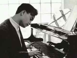 张国荣弹钢琴图片