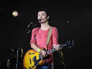 朴树演唱会上唱歌图片