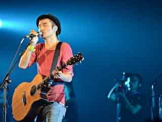 朴树演唱会上唱歌照片壁纸