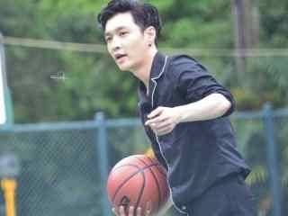 张艺兴帅气运球上篮桌面壁纸