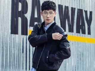 刘昊然金属眼镜文