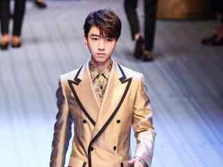 王俊凯自信帅气高