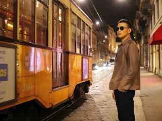 周一围米兰街头时尚写真图片